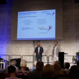 Dr. Hofmann und Philipp Zunke klären über Rückenschmerzen auf.